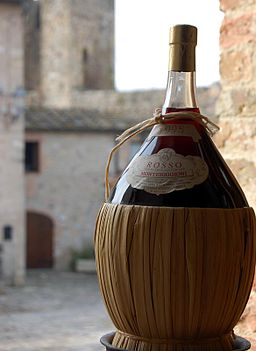 How can we have gone this long without doing a basket full of wine?! Photo by giulio nepi [CC-BY-2.0], via Wikimedia Commons.