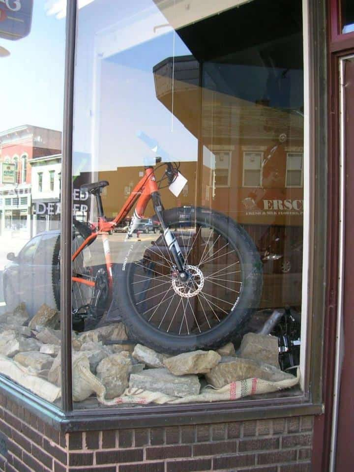 Simple, eye catching, effective window display. Momentum Bikes, LLC, Platteville, Wisconsin.