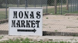 Monas Market sign
